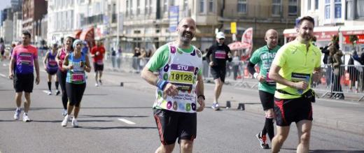 Brighton Marathon - supporter Stu and other runners