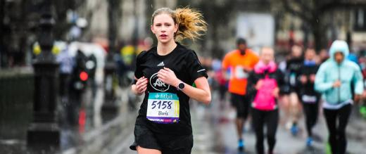 Female runner in the Paris Half Marathon
